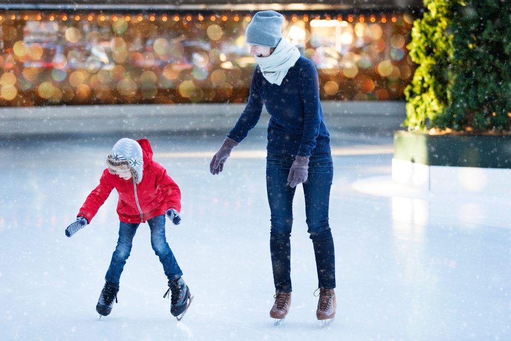 Apprendre le patinage à glace à vos enfants